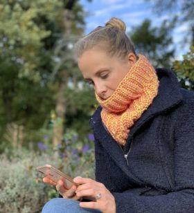 Modèle à tricoter, snood , laine Lang Yarns Néon
